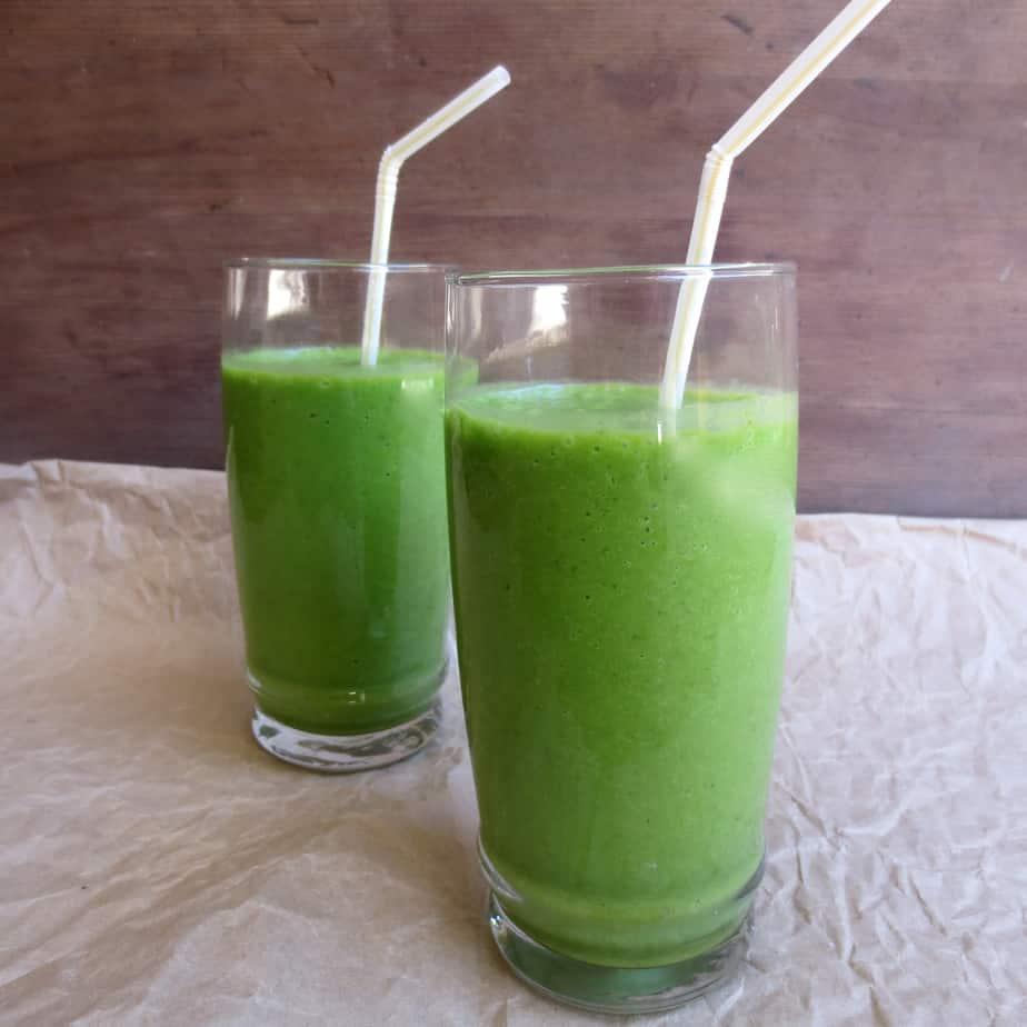 Easy Mango Coconut Spinach Smoothie #breakfast #budget #dollarandunder $0.75 per serving