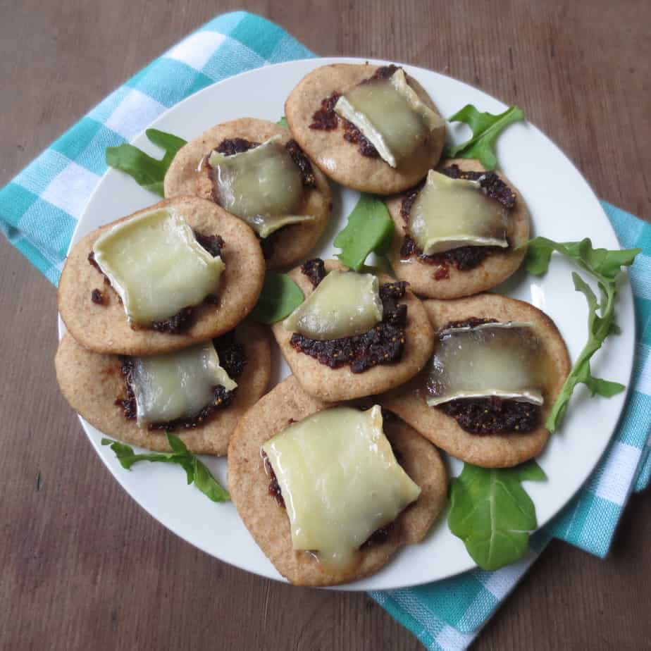 Fig and Brie Pizza Bites #snacks #superbowl
