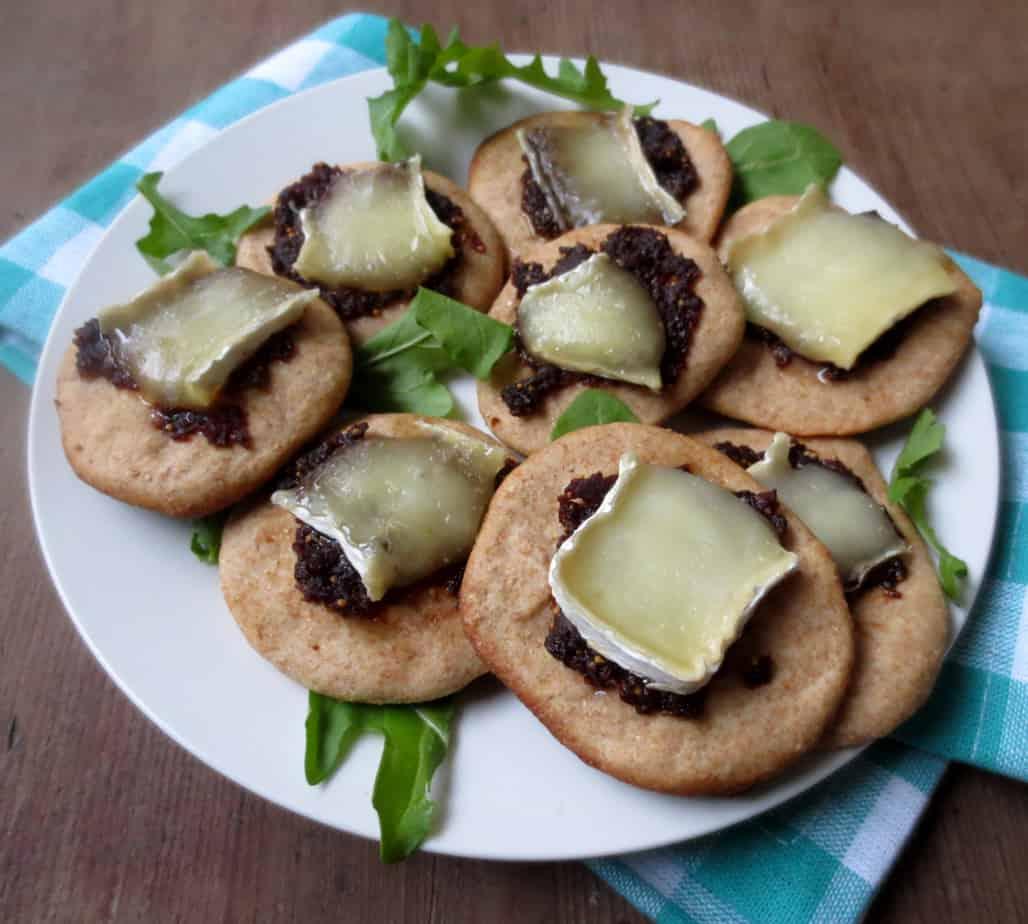 Fig & Brie Pizza Bites #appetizers #snacks #briebites