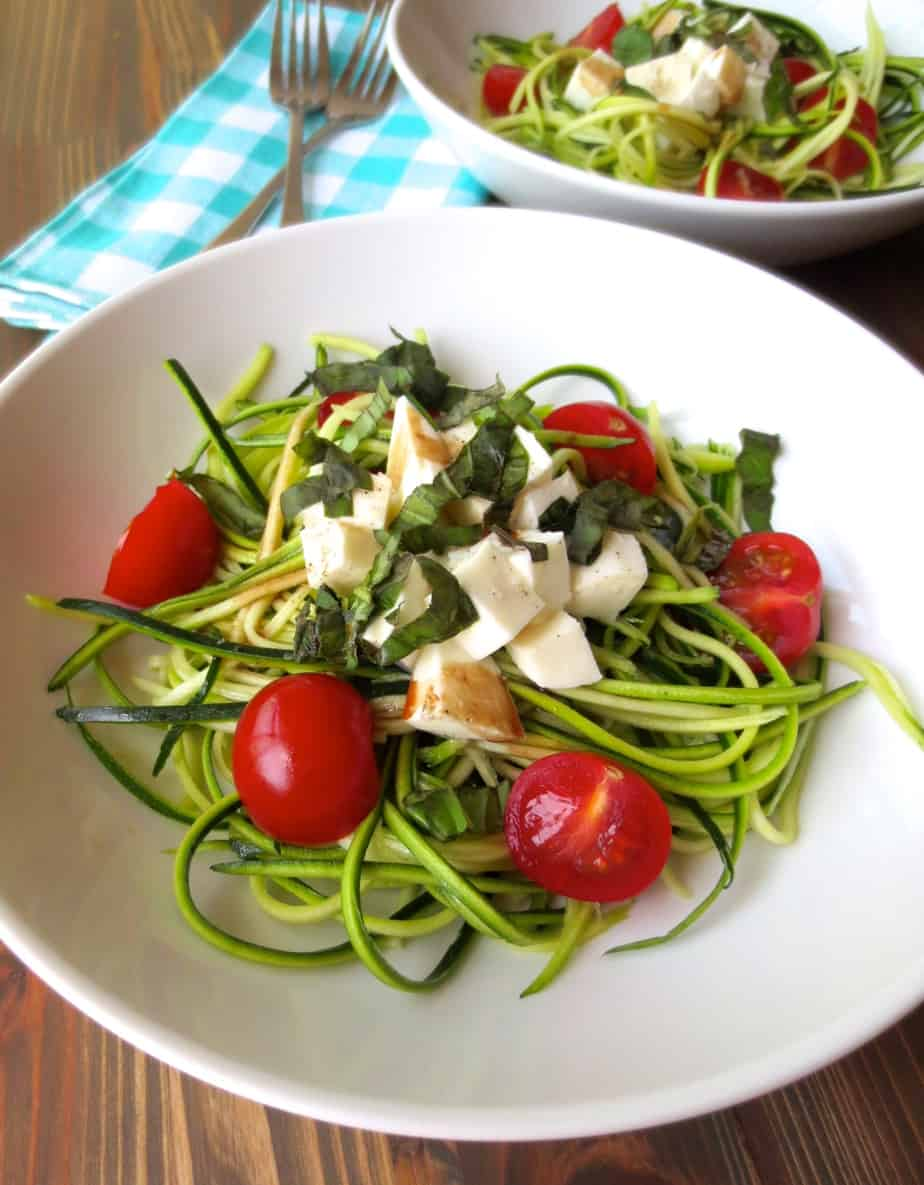 Easy Summer Salad Zucchini Noodle Caprese