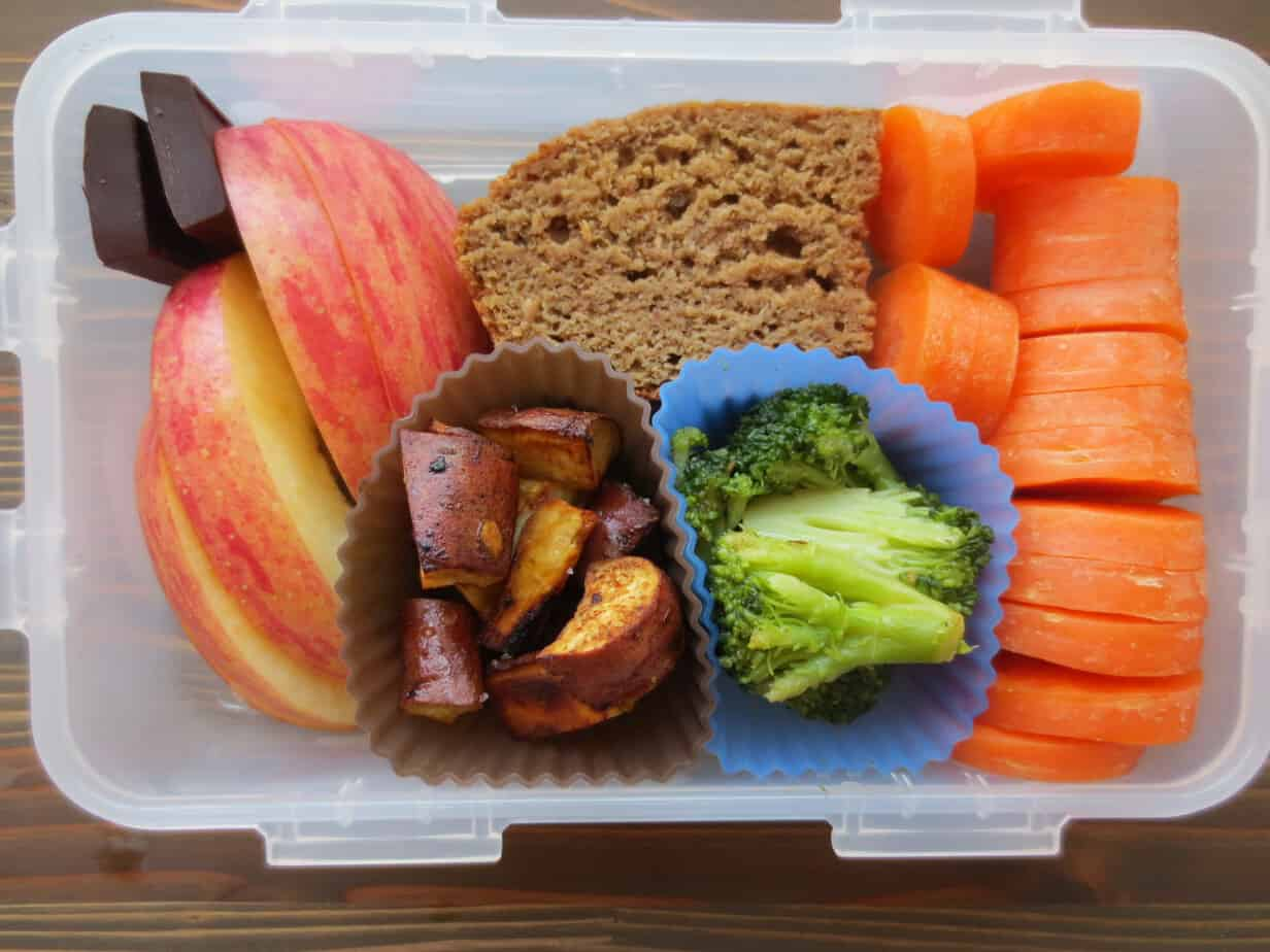 Roasted Sweet Potatoes, Steamed Broccoli, Carrots, Apples, Dark Chocolate, Banana Bread Bento