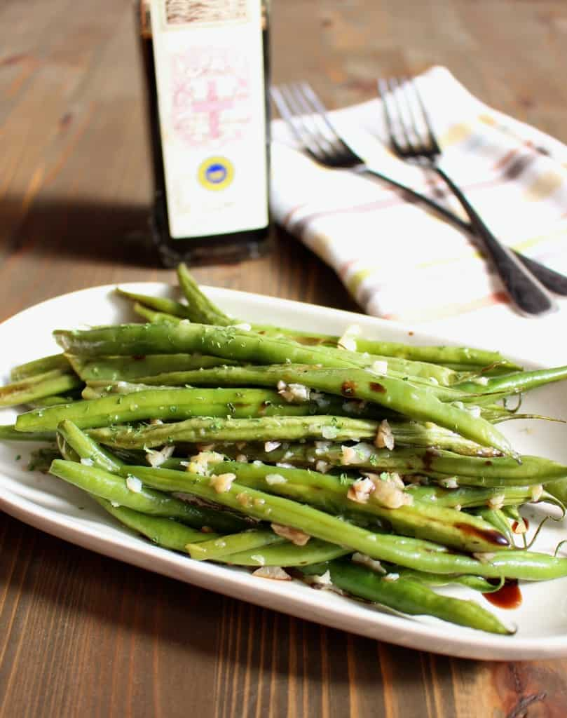 Easy Thanksgiving Side: Garlic & Balsamic Roasted Green Beans