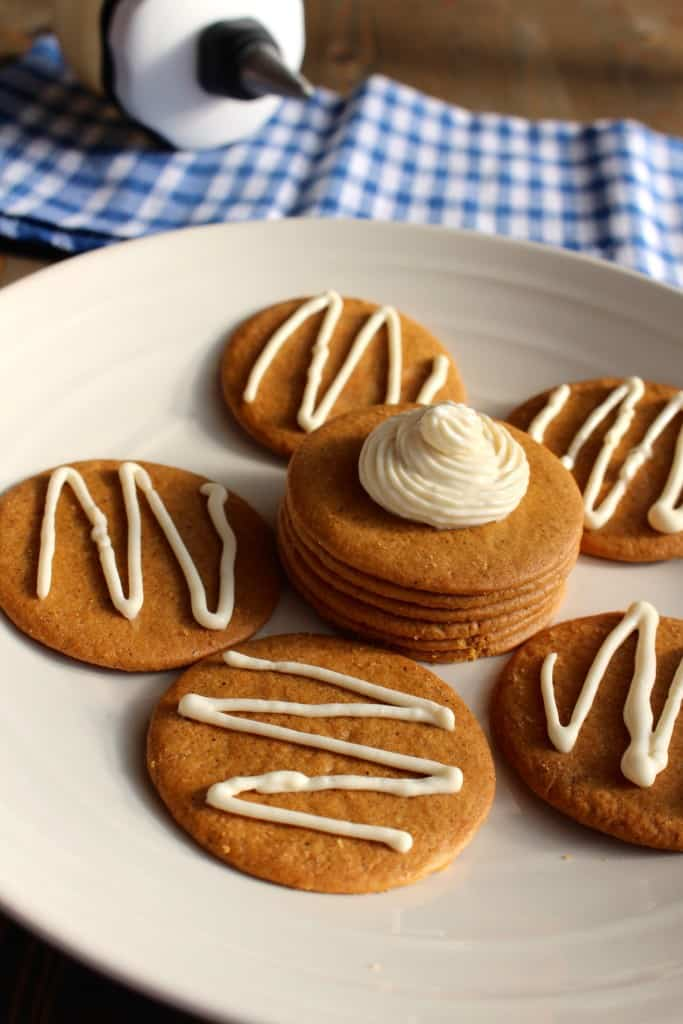 Maple Cream Cheese Icing on Gingersnaps