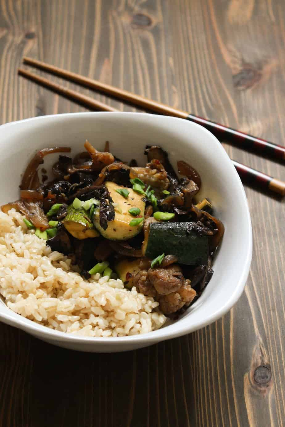 Easy Lunch or Dinner - Vegan Stir Fry with Portobellos and Zucchini | FrugalNutrition.com