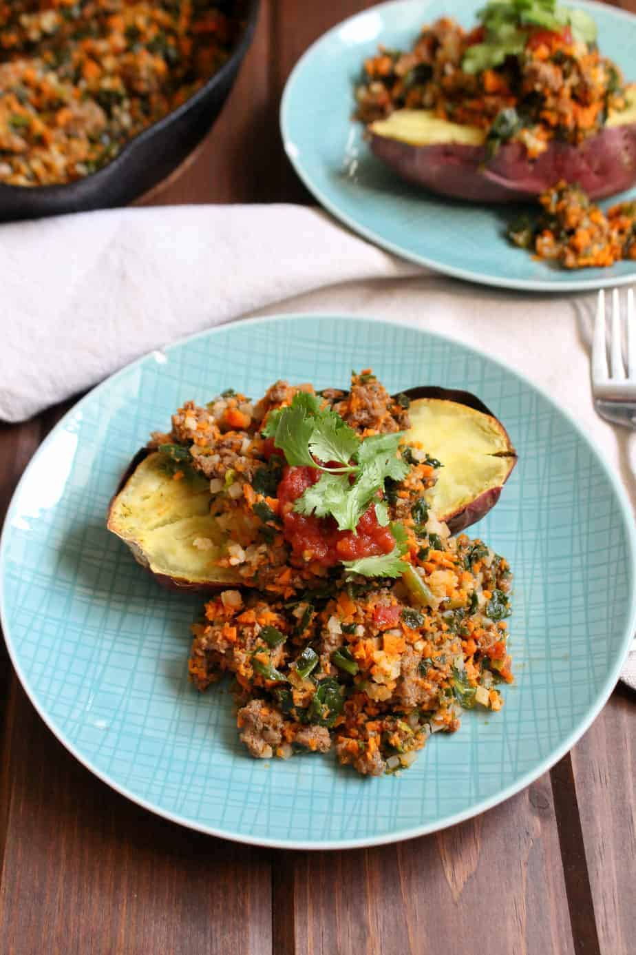 Fast Whole30 Taco Stuffed Sweet Potatoes | www.frugalnutrition.com