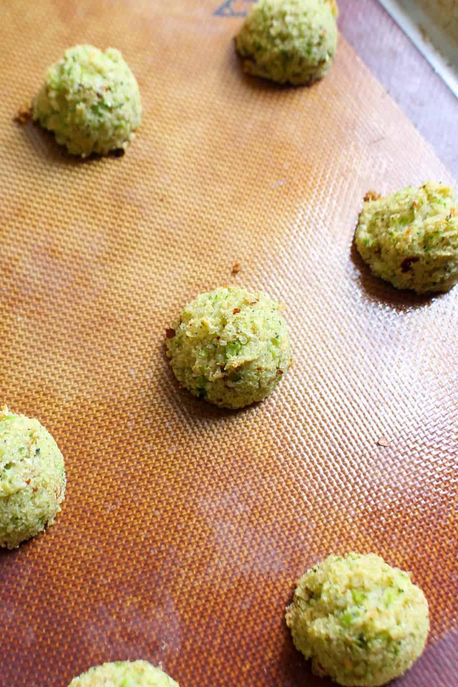 Baked Broccoli Quinoa Bites | www.frugalnutrition.com