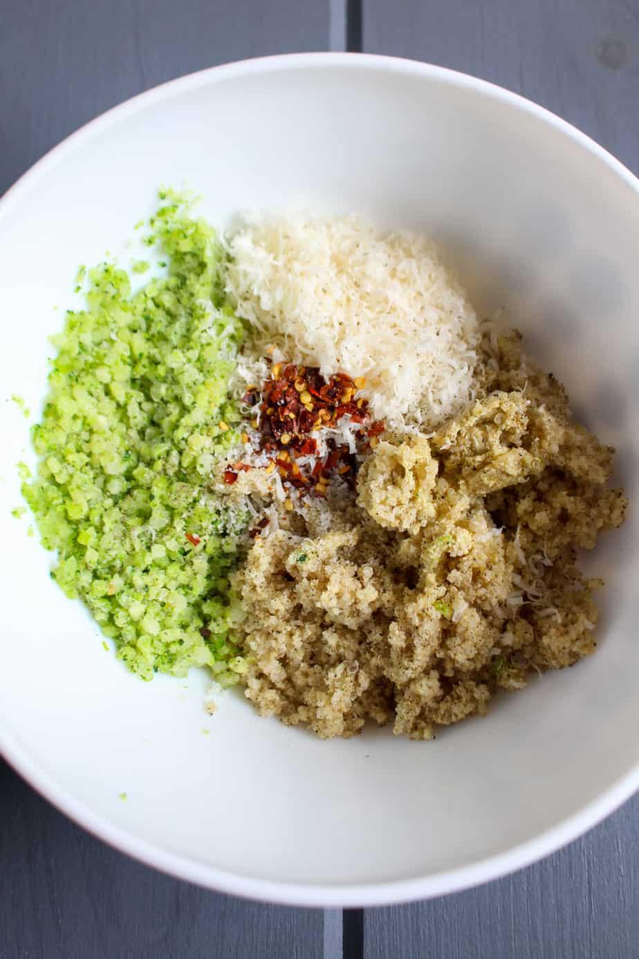 How to make cheesy broccoli quinoa bites | www.frugalnutrition.com
