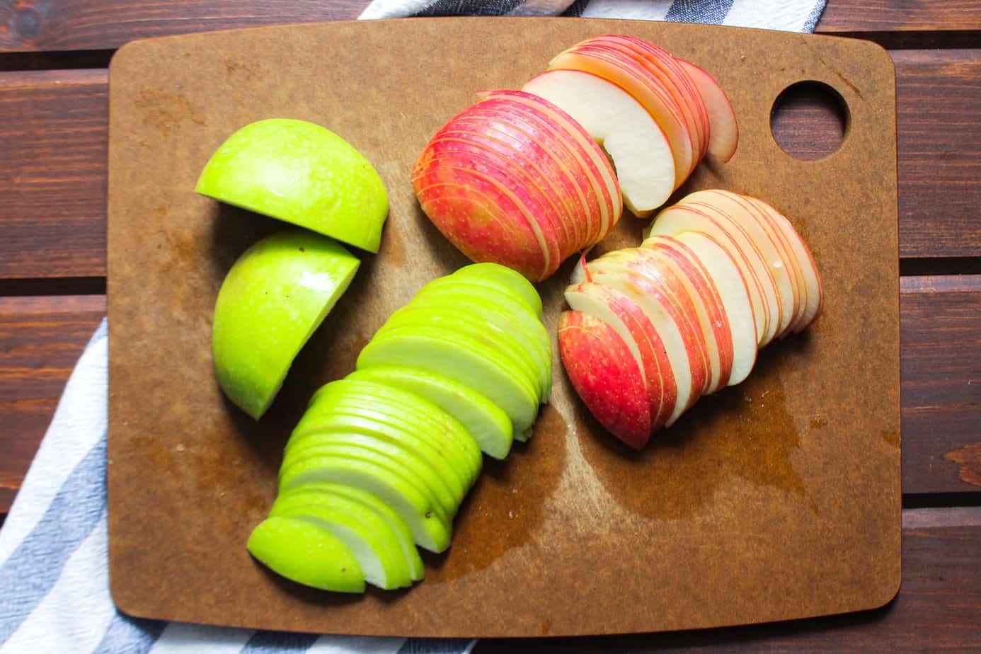 sliced gala and sliced granny smith apples